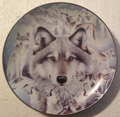 COLLECTABLE WOLF PLATE 9 INCHES - VISION OF THE PACK by DIANA CASEY- BRADEX