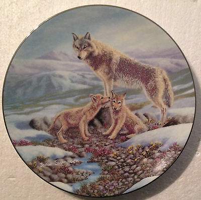 COLLECTABLE WOLF PLATE 9 INCHES - SPIRITS OF THE WIND by JOAN SHARROCK - BRADEX