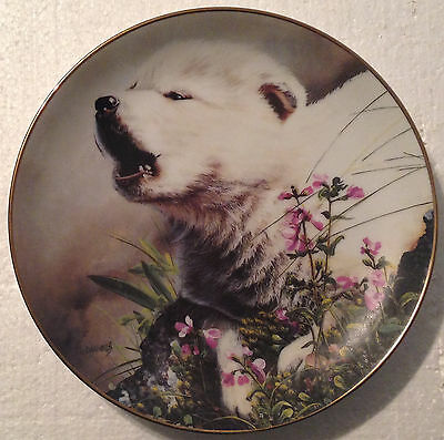 COLLECTABLE WOLF PLATE 8 1/4 INCHES - MORNING INNOCENTS by LINDA DANIELS- BRADEX