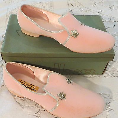 Vintage 60s Girls Pink Shoes Slippers 2 M Dead Stock