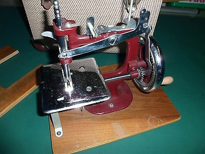 1950's MINIATURE CHILDS HIGH QUALITY SEWING MACHINE IN ORIGINAL HARD CARRY CASE