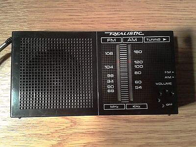 VINTAGE REALISTIC POCKET RADIO  FM- AM- BANDS FROM THE 1980s