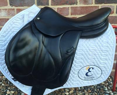 "17"" Medium Fit Devoucoux Chiberta Monoflap Jumping Saddle - Black"