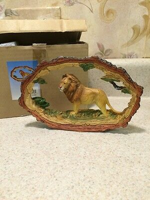 Lion King Of The Jungle statue figurine Bark Surrounding