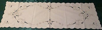 VINTAGE HAND EMBROIDERED FLORAL DESIGN TABLE RUNNER 103 cms x 32 cms