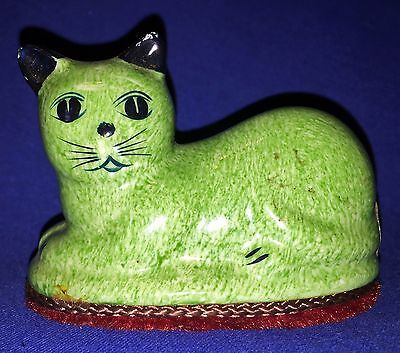 "Vintage Green Porcelain Napping Cat on Red Braided Bed ~ 3"" High ~ SO CUTE!"