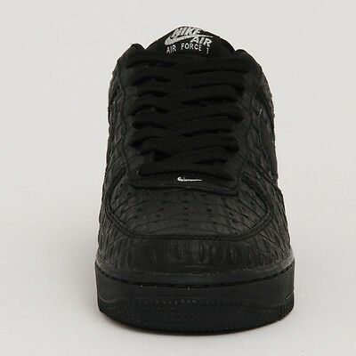 Nike Air Force 1 '07 LV8 basketball shoes - UK size 11