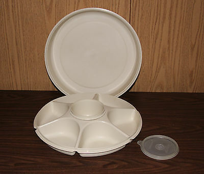 TUPPERWARE VINTAGE SERVING CENTER SET  WITH A 14 oz. MICROWAVE BOWL