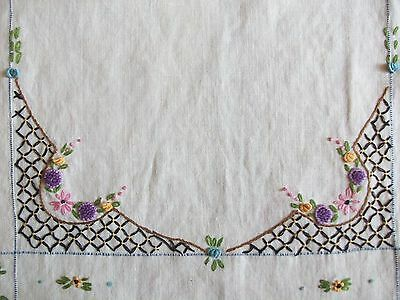 "BEAUTIFUL VINTAGE 16""x39"" LINEN RUNNER ~ HAND EMBROIDERED FLORAL DESIGN"