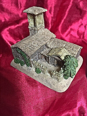 EMIRATES COLLECTABLE! MINIATURE BARASTI HOUSE (no 10) SCALE MODEL. NEW & BOXED