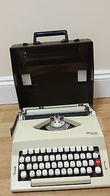 Vintage Retro Portable Imperial 2002 Typewriter With Case