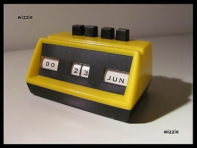 Perpetual Desk Calendar ( yellow ) / Vintage / Retro / 1970's ( German Version )