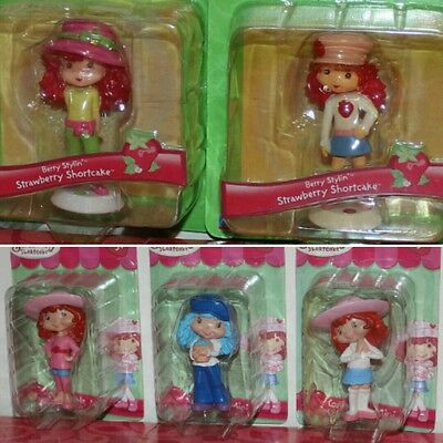*look* A Lot Of  Strawberry Shortcake Figures