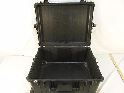 Pelican 1610 Protective Case Black Four Closing Latches Wheels Handles 31202