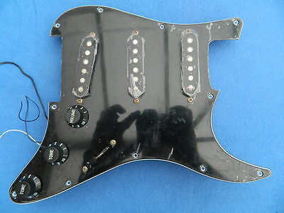 Squier by Fender Strat/Stratocaster Black Loaded Pickguard/Scratchplate Assembly