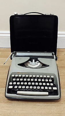 Vintage REMINGTON ENVOY Portable Manual Typewriter IN CASE, Used