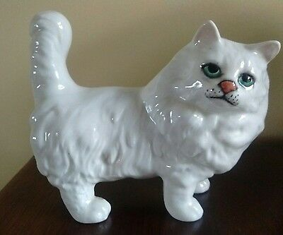 """BESWICK STANDING WHITE PERSIAN CAT No 1898 made 1963-89 5.1/2"""" tall   mint order"""