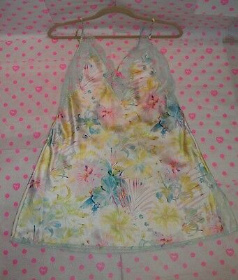 NWT Victoria's Secret White Floral Satin & Chantilly Lace Slip Med