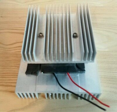 Thermoelectric Peltier Cooling Module with Heat Sinks