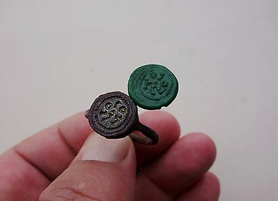 Roman iron ring, with bronze inscribed intaglio