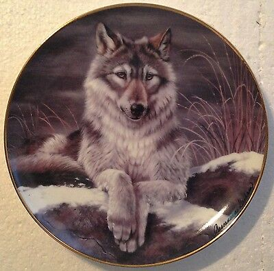 Collectable Wolf Plate 8 1/4 Inches - Night Watch - Franklin Mint