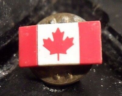 Preowned Canadian Maple Leaf Flag Pin (61016)