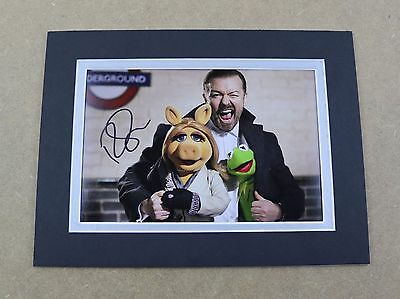 Ricky Gervais Signed 8x6 Photo Display Muppets Most Wanted Genuine Autograph COA