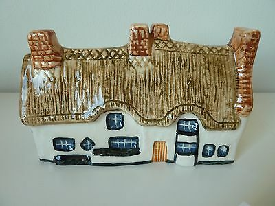 JOHN PUTNAM'S Heritage Houses 58 with BOX CRUCK COTTAGES LEICESTERSHIRE pottery