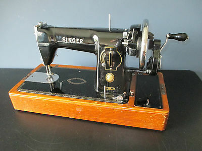 Beautiful Singer Hand crank sewing machine 1950's 15 model Monza Italy