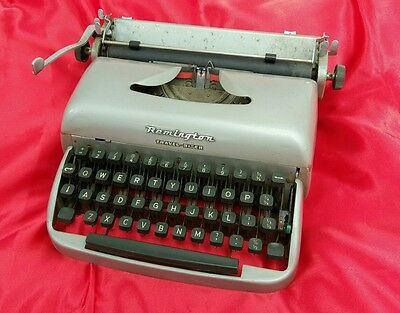 VINTAGE REMINGTON TRAVEL-RITER TYPEWRITER with free case collectors
