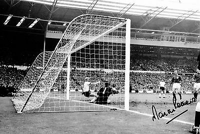 MARTIN PETERS ENGLAND 1966 HAND SIGNED PHOTO AUTHENTIC GENUINE + COA - 12x8