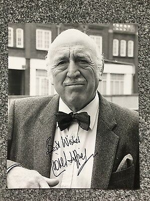Autograph: Hand signed Photograph by English Actor Lionel Jeffries from 1988
