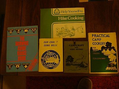 Girl Guide books  5 in total    (Collectable)