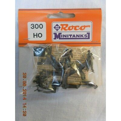Minitank 300  Soldiers with Map Table 1:87 HO Scale
