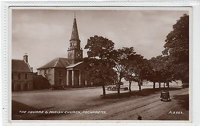 THE SQUARE & PARISH CHURCH, FOCHABERS: Morayshire postcard (C21670)