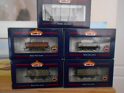 Bachmann 5 x Assorted new wagons. Boxed.