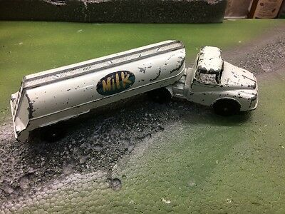 LONE STAR TOYS: No.182 ARTICULATED MILK TANKER:1950s BRITISH METAL TOY