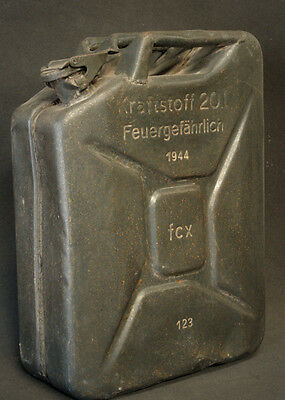 Jerry Can Wehrmacht Kanister late 1944 issue in good condition.