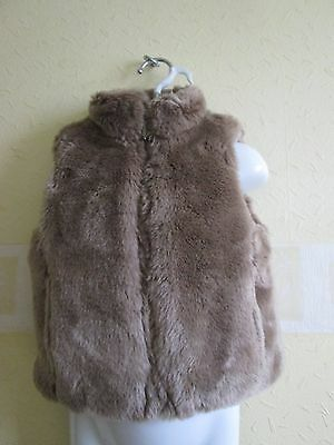 Little girls faux fur gillet age 4 years .  ADAMS . EXCELLENT CONDITION .