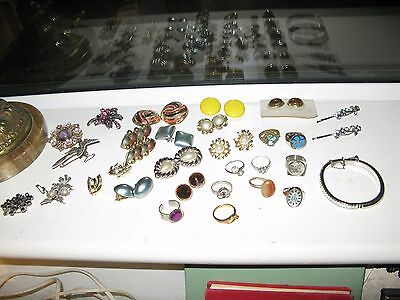 Collection of Vintage Jewellery Rings, Earrings & Brooches