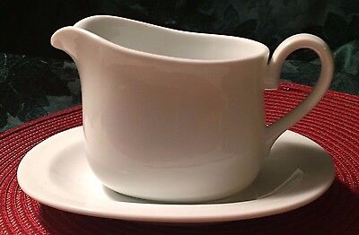 Corning gravy-boat-and-under-plate