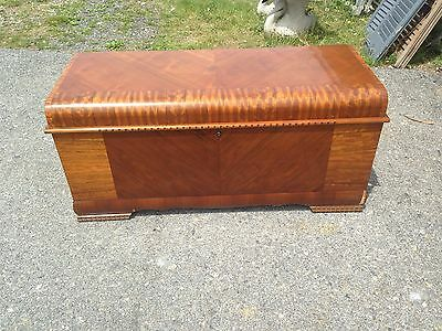 "Vintage Art Deco Waterfall ""LANE"" Hope/Cedar Chest w/felt tray"