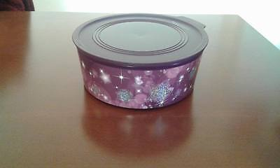 tupperware round canister with stars