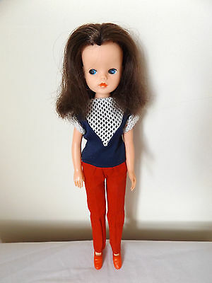 Lovely Vintage Pedigree Sindy Doll With Dark Brown Hair In Original Outfit.