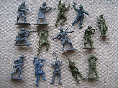 """""""Vintage"""" - AIRFIX - 14 x 1:32 selection of soldiers - 1970s"""