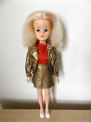 Lovely Vintage Pedigree Sindy Doll With Blonde Hair In Original Outfit And Shoes