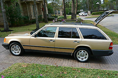 1987 Mercedes-Benz 300-Series WAGON *1987 Mercedes Benz 300TD  very good condition 145K miles rust free 1k on tires*