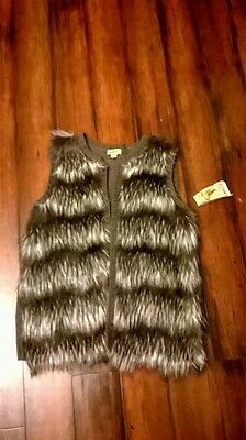 NWT Womens sz.PM * ONE WORLD * Faux Fur Silver Gray Vest