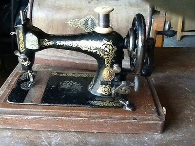 Singer vintage Small sewing machine Complete In wooden Box 1900's