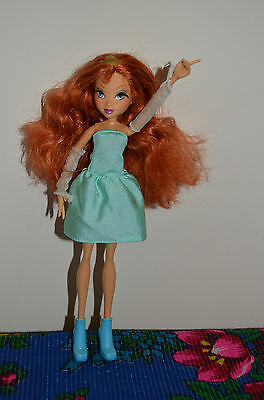 2004 Rainbow Winx Club FLORA Doll With Rooted Eyelashes And Light On Back.